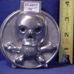 skull and crossbones ice cram mold pewter